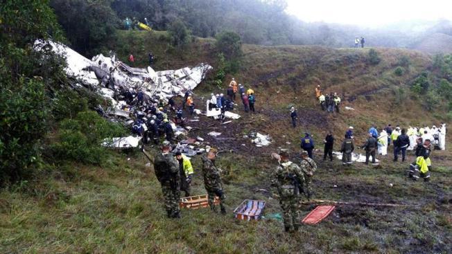 Recuperan cajas negras de vuelo siniestrado en Colombia