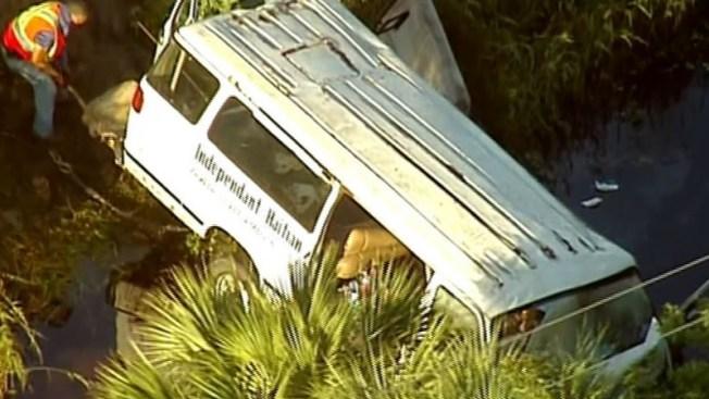 """Mueren 8 feligreses al chocar """"van"""" en Florida"""
