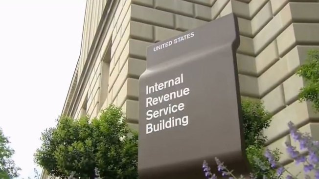 Estafadores se hacen pasar por el IRS