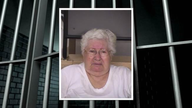 Anciana regresa a la cárcel por asesinato