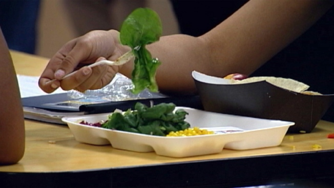 Denuncian que solo servirán comida enlatada en comedores escolares