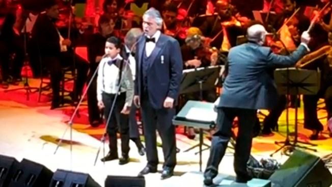 Niño dominicano sorprende con Andrea Bocelli