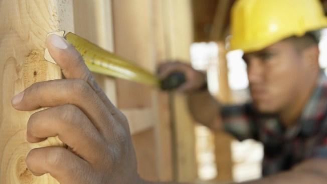 Muere electricista en escuela en construcción