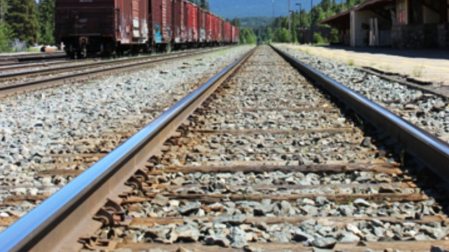Rescatan a 10 mexicanos de morir en tren