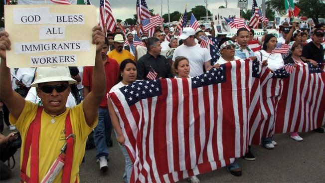 Juez bloquea orden contra grupos proinmigrantes