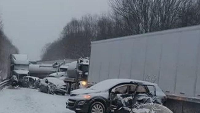 Dos muertos en choque de 18 vehículos