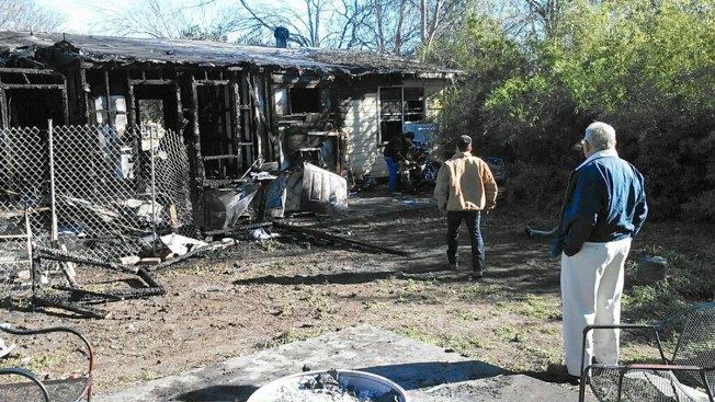 Casa arde en llamas cerca de preparatoria