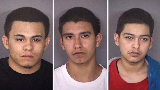Tres arrestados tras asesinato en Whataburger