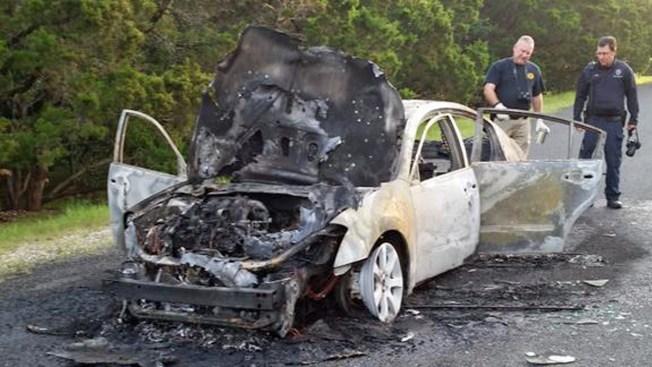 Hallan cuerpo en cajuela de auto quemado