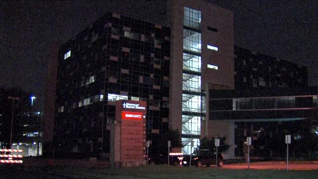 Hombre aparece baleado en el pecho en hospital