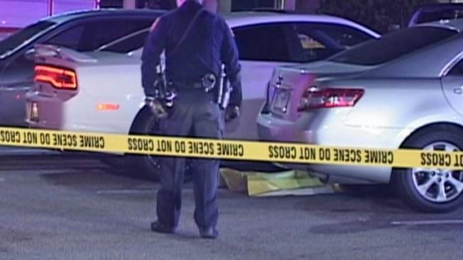 Hombre es asesinado afuera de club nocturno