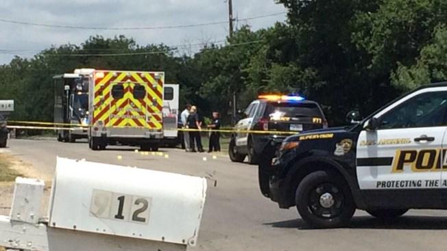 Hombre muere baleado de auto en movimiento