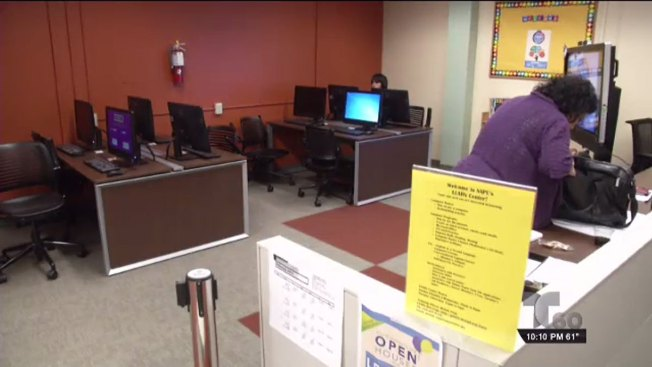 Biblioteca abre centro de enseñanza para adultos
