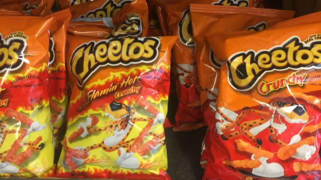 Condenan a hombre que usó Cheetos para incendiar casa