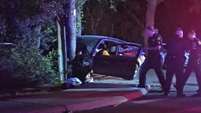Muere mujer al chocar con poste en parque