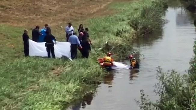 Rescatistas encuentran 2do cadáver en arroyo