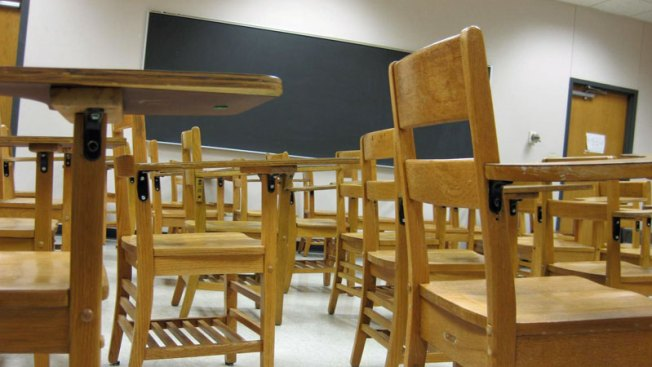 Distrito escolar busca emplear a 800 maestros