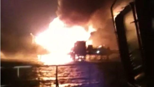 4 muertos en incendio de plataforma de Pemex