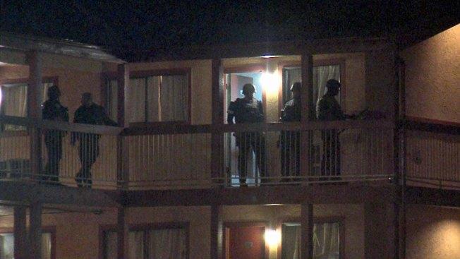 Hombre muere tras atrincheramiento en hotel