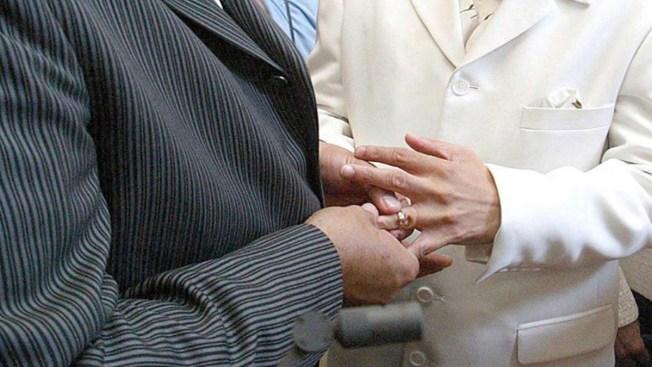 Se niegan a emitir licencias de matrimonio gay