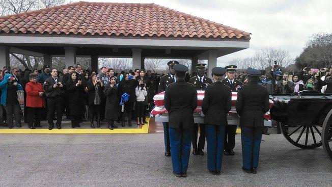 Veterano desaparecido por 60 años es sepultado
