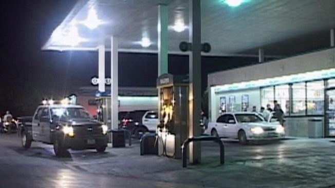 Hombre baleado pide ayuda en gasolinera