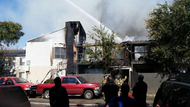 Masivo incendio destruye apartamentos
