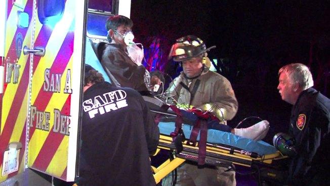 Incendio: Madre e hijo rescatados por conductor