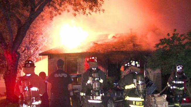 Incendio devora casa y desata las balas