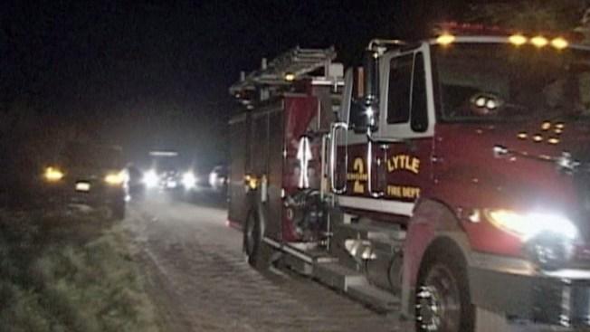 Encuentran cadáver tras incendio en Lytle