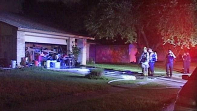 Doble incendio destruye casa en una noche
