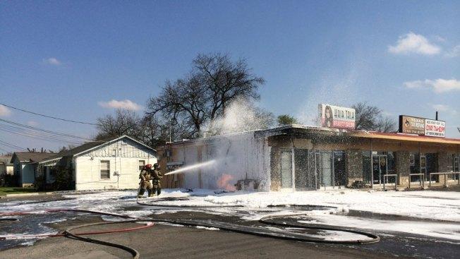Incendio en salón de belleza quema 6 autos