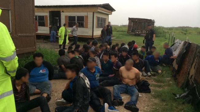 Hallan 76 indocumentados en casa de seguridad