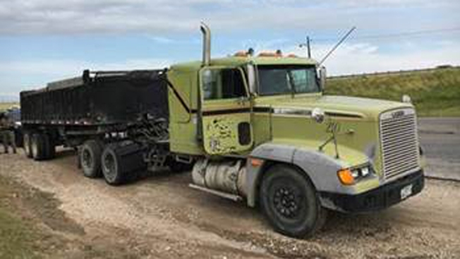 Descubren a ocho indocumentados escondidos en camión