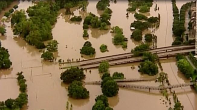 Alertan a víctimas de inundaciones sobre fraudes