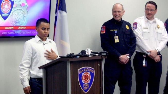 Niño honrado por salvar a familia de incendio