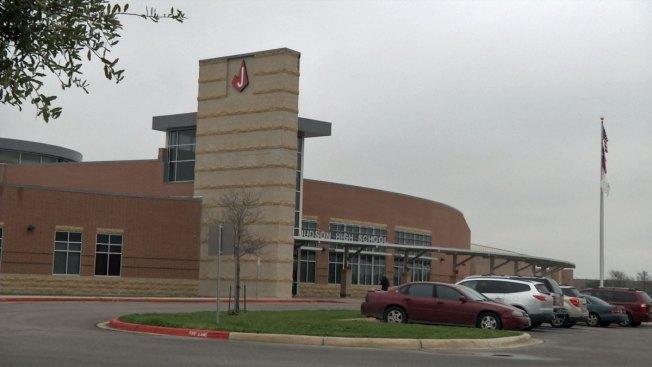 Pistolas de aire en escuela, alumno arrestado