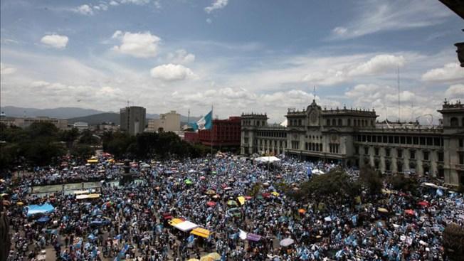 Exigen renuncia de presidente de Guatemala