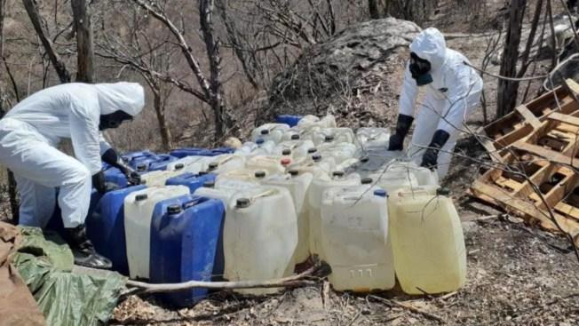 Hallan dos narcoalmacenes con toneladas de químicos