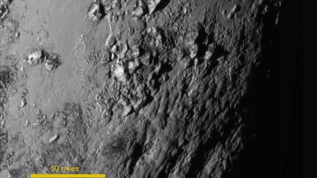 Se revela existencia de montañas en Plutón