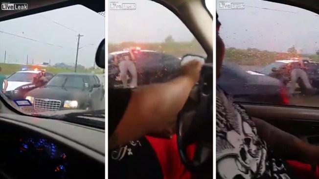 Video de oficial atorado se vuelve viral