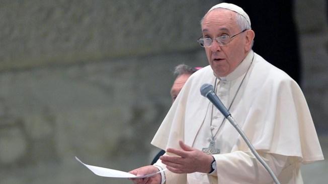 Papa visitará prisión con sacerdote convicto