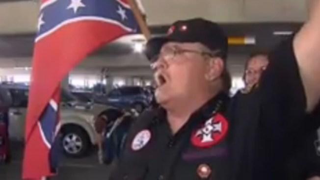 Panteras Negras y KKK marchan en Columbia
