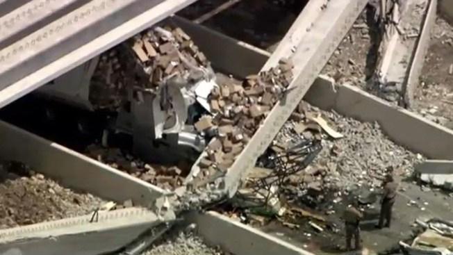 Un muerto al colapsar puente en la I-35