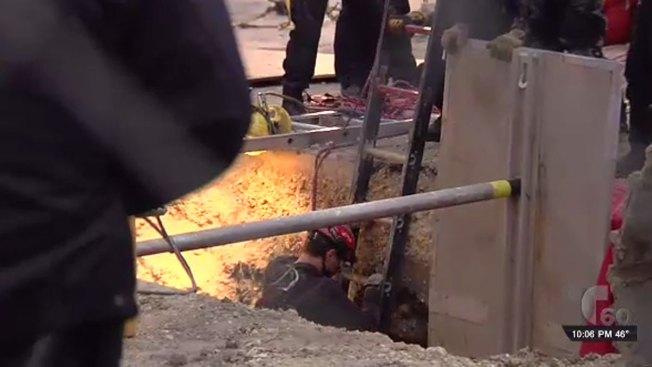 Trabajador queda atrapado en zanja de cemento