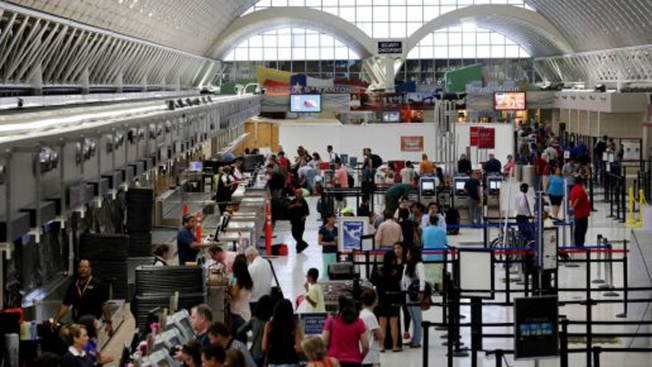 Caos en el aeropuerto tras masiva convención
