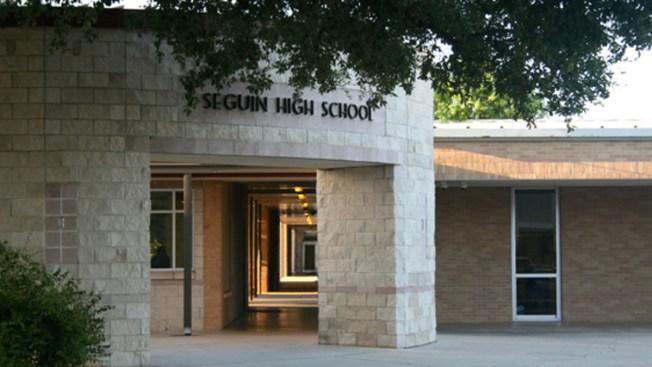 Muere alumno baleado en Seguin High School