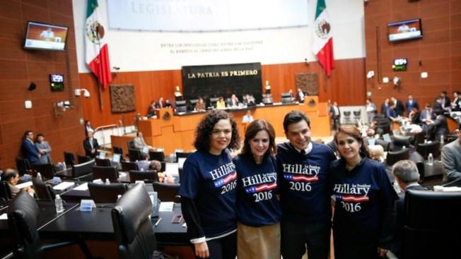 Senadores se visten en apoyo a Hillary Clinton