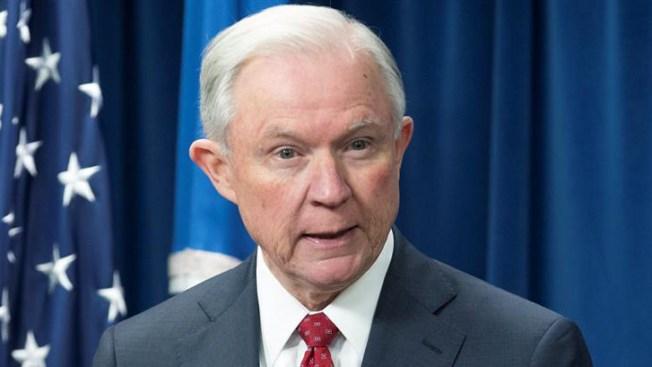Sessions llevará al Supremo exenciones al veto migratorio