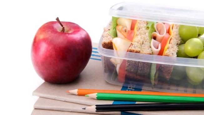 Escuelas ofrecen comida gratis en verano
